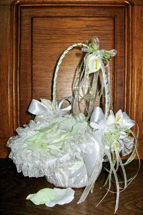 Wedding Basket 'White Calla' with Rose Leafs, Flower Girl Basket, Wedding Favors Basket, Handmade Calla Flowers, White Wedding